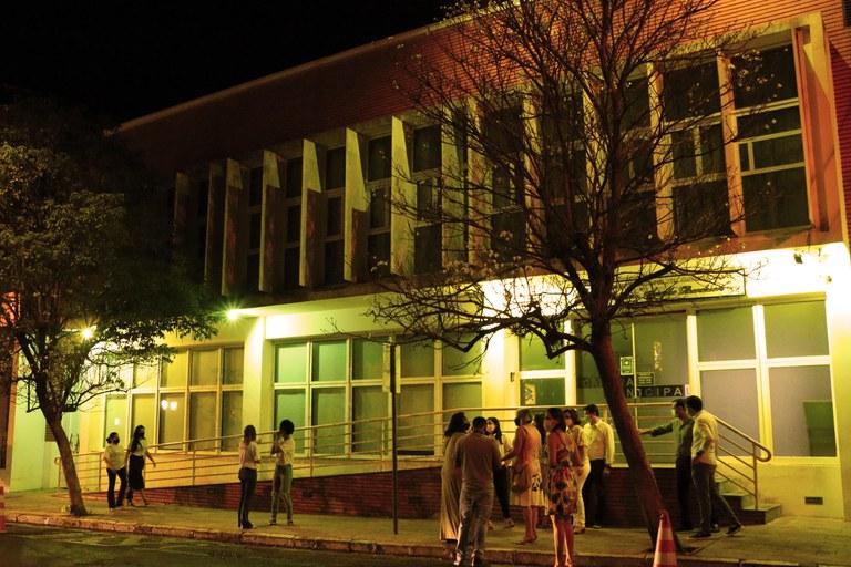 Câmara de Jaboticabal se ilumina de amarelo em adesão à campanha de prevenção ao suicídio
