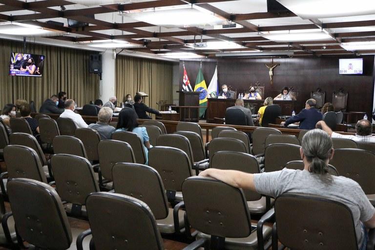 Plenário aprova 14 projetos em sessão ordinária