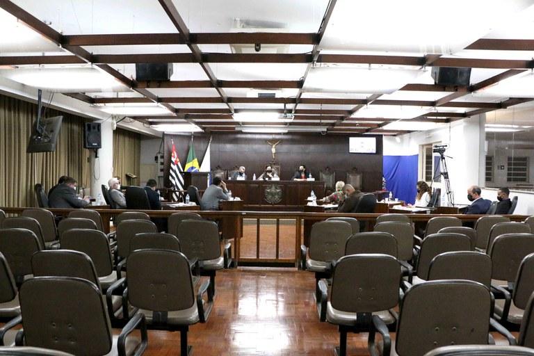 Plenário da Câmara de Jaboticabal aprova 12 projetos e um é retirado de pauta